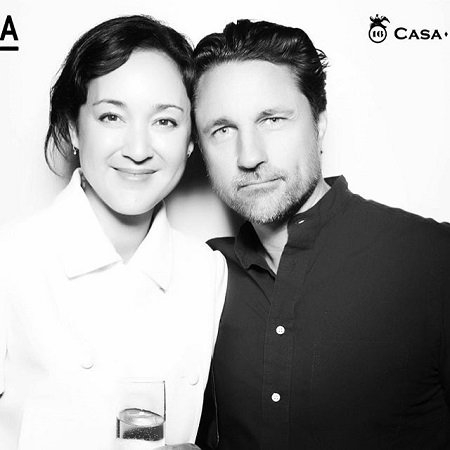Martin Henderson and his girlfriend Helen Randag in black&white photo.