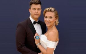 Scarlett Johansson sporting the engagement ring alongside fiance Colin Jost of SNL. Details about the ring.