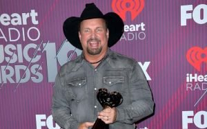 Garth Brooks announced the first venue date of his 2020 Dive Bar Tour.