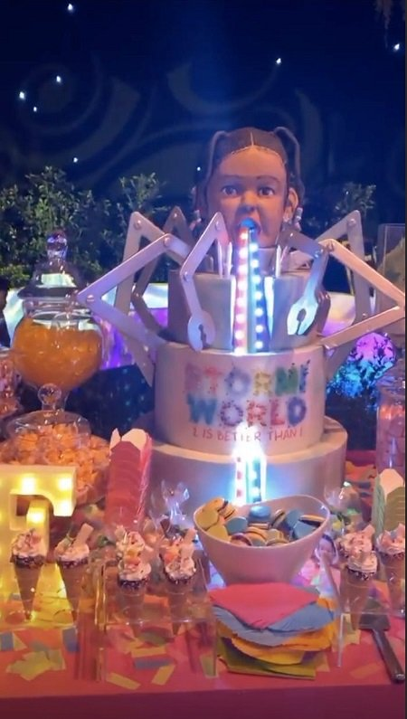 Stormi Webster birthday cake, featuring her own head.