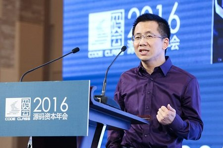 April 22, 2016 Toutiao CEO Mr. Yiming Zhang speaking on the Code Class stage.