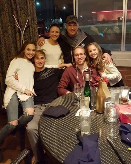 Maddie Ziegler and Mackenzie Ziegler with their father, mother and two step-brothers from their father's side.