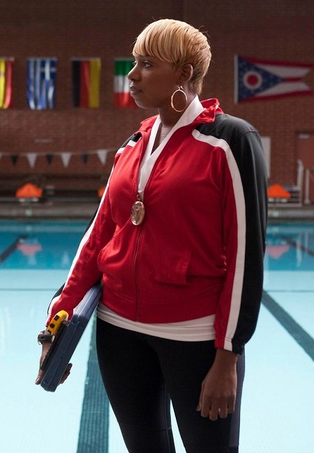 NeNe Leakes as 'Coach Roz Washington' in 'Glee'.