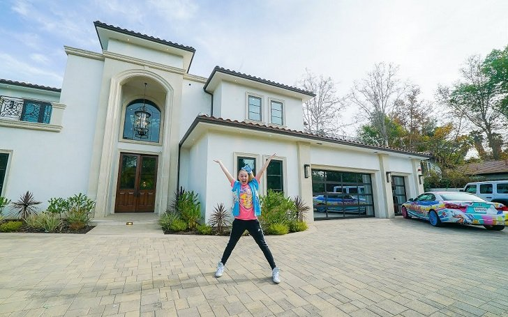 JoJo Siwa in front of her house.
